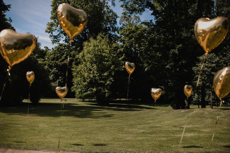 Złote balony z helem ślub