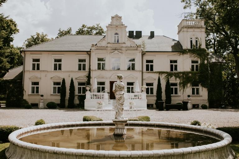 Plenerowy ślub w Pałacu Pstrokonie